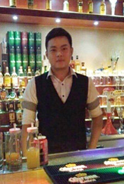陈洋-花脸酒吧店长